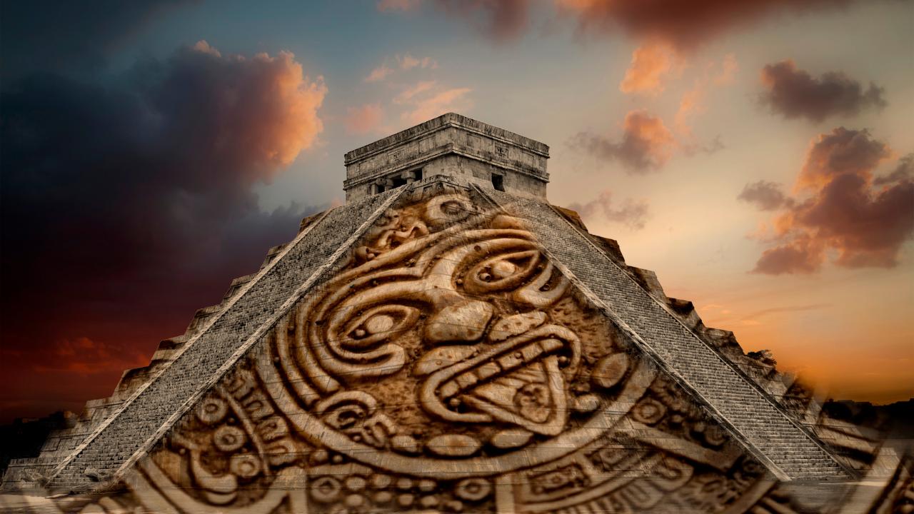 Mayan Pyramid Chichén Itzá and Aztec Calendar